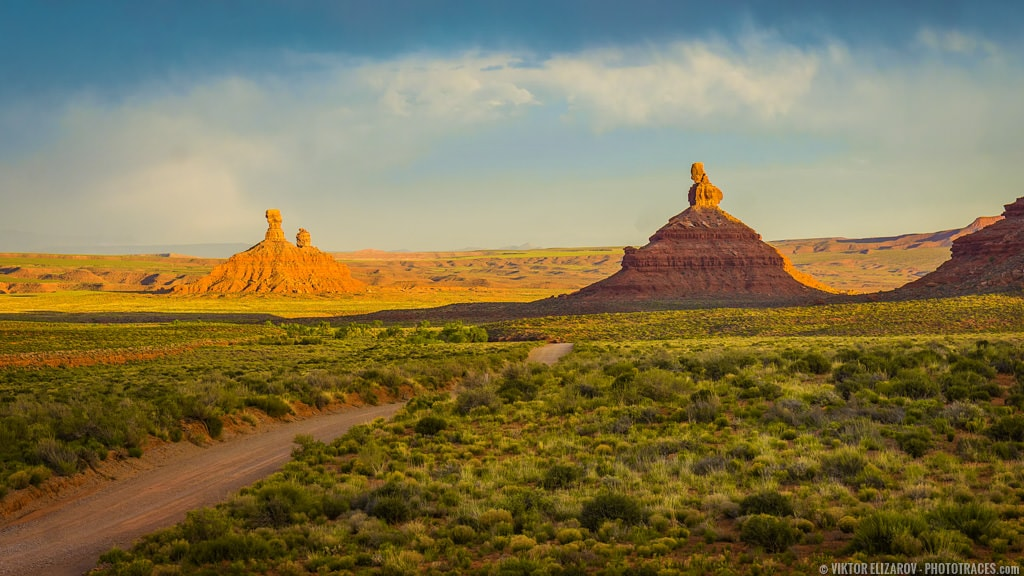 Valley of the Gods in Utah at golden hour before sunset