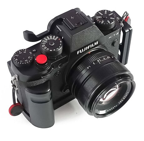 Fujifilm XT2 camera with Fujinon 35mm f/1.4 (nifty fifty)
