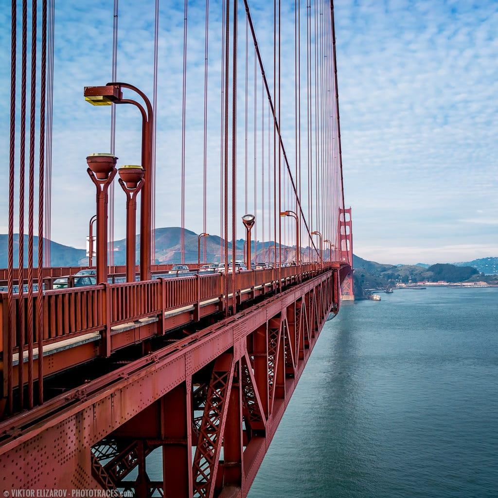 Close up photo of the Golden Gate Bridge in San Francisco (California)
