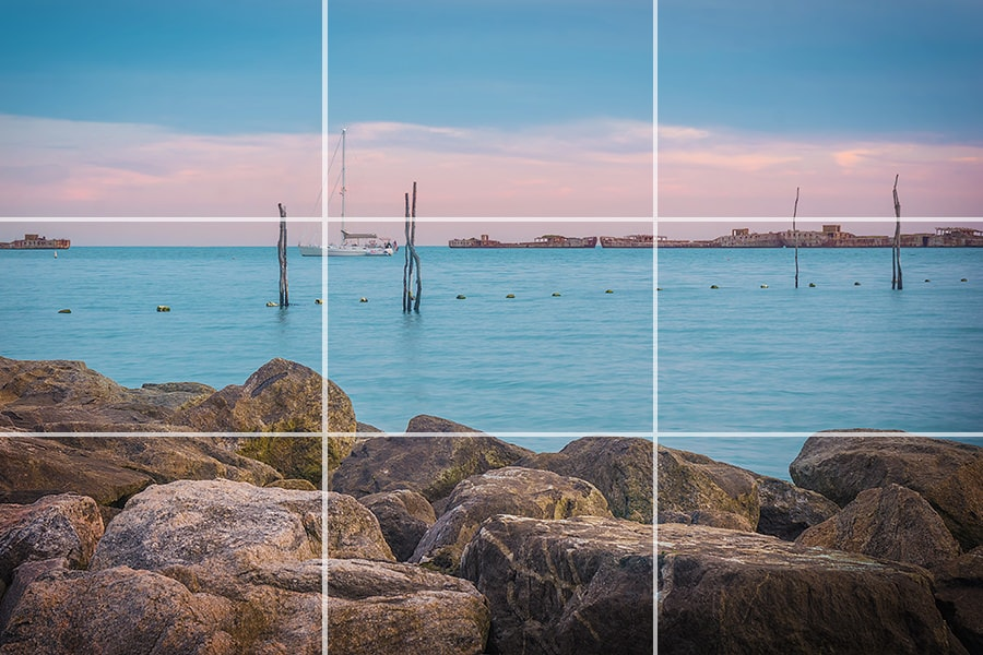 Rule of Thirds in Photography Explained (Examples + Visuals) 3